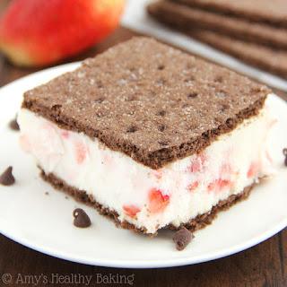 Skinny Strawberry Cheesecake Frozen Yogurt Sandwiches Recipe