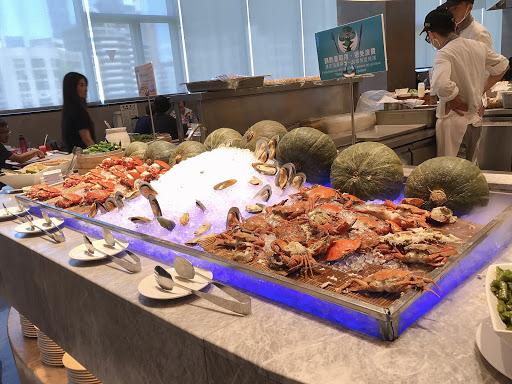 熟食普通 推薦喜歡海鮮🦀跟甜點🍰