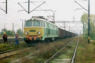 Photo: ET22-1120 ze składem próżnych węglarek i cystern {Papowo Toruńskie; 2003-10-09}