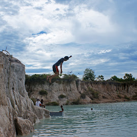 Jump by Mulawardi Sutanto - Babies & Children Children Candids ( danau biru, kid, travel, jump, singkawang )