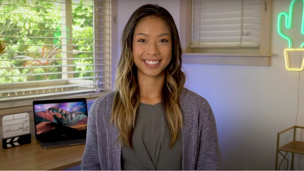 Google Cloud developer advocate, Stephanie Wong, smiling in her home office