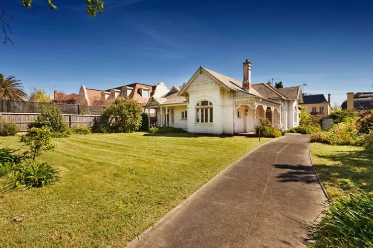 This rundown Toorak house 'Maroondah' sold for more than $5.8 million, a heavy discount, after it passed in at auction. Photo: RT Edgar