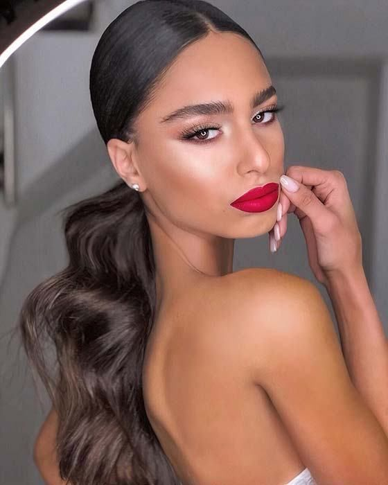 Sleek ponytail with a wavy end