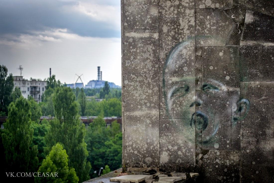 """Вид с крыши гостиницы """"Полесье"""" на ЧАЭС."""