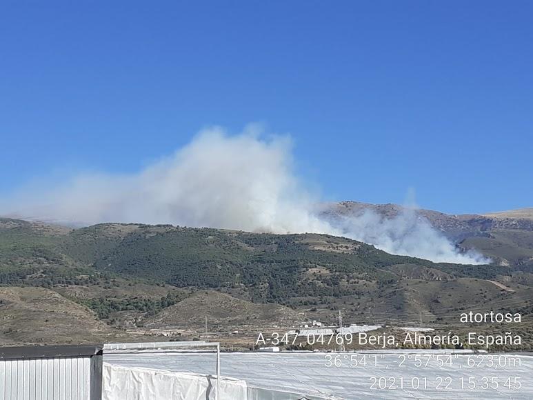 Imagen del incendio publicada por el Plan Infoca.
