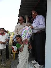 Photo: Distribution of free rice to residents of Kapparamajji