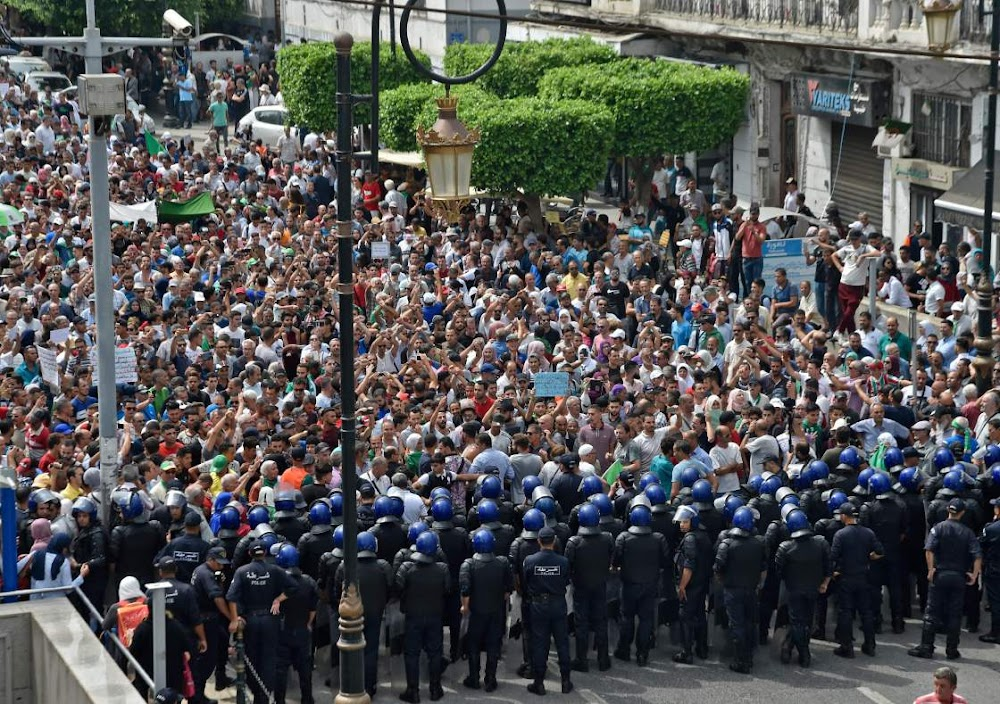 Algeriërs eis kansellasie van die omstrede presidentsverkiesing