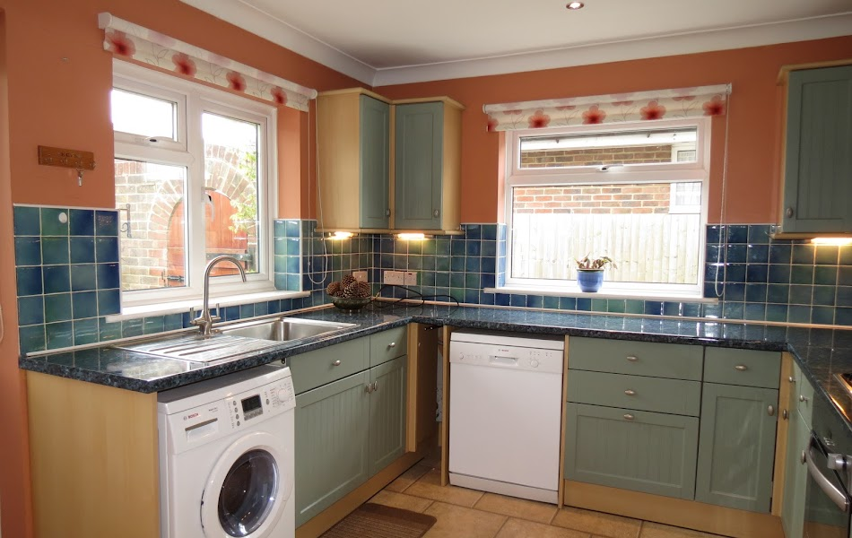 4 bedroom bungalow to let