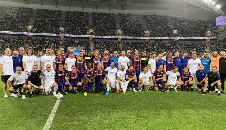 Legends pictured together before the match