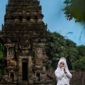 A Beautifull Bride by Mardi Tri Junaedi - Wedding Bride ( #historicalplace, #amazingplace, #prettyplace, #temple, #beautifull )