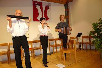 Photo: Lotti und Peter Schaffner mit Simon Dettwiler beim Einspielen
