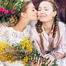 Wedding photographer Valya Lipatova (LipaValenti). Photo of 11.01.2016