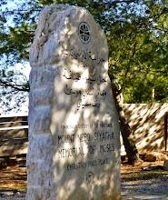 Photo: Berg Nebo: Gedankstein für Moses, dessen genaues Grab unbekannt ist.