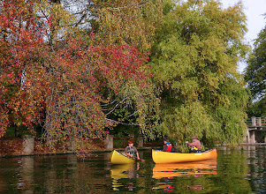 Photo: Rosso Giallo Arancio Verde Bruno i colori dell' Autunnno e delle canoe....