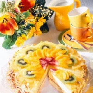 Aranca-Sekt-Torte mit Früchten