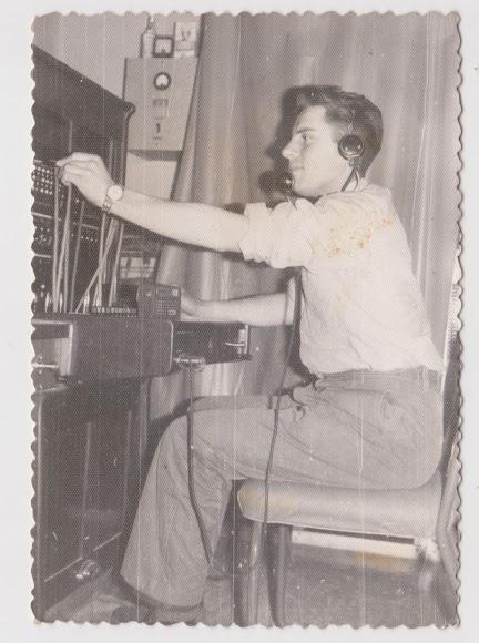 Centralita telefónica en la década de 1950 en lugar desconocido (Foto: Colección Museos de Terque).