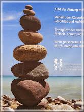 Photo: dieses Plakat erinnert mich an Teneriffa, an unsere Steinmännchen beim Wandern