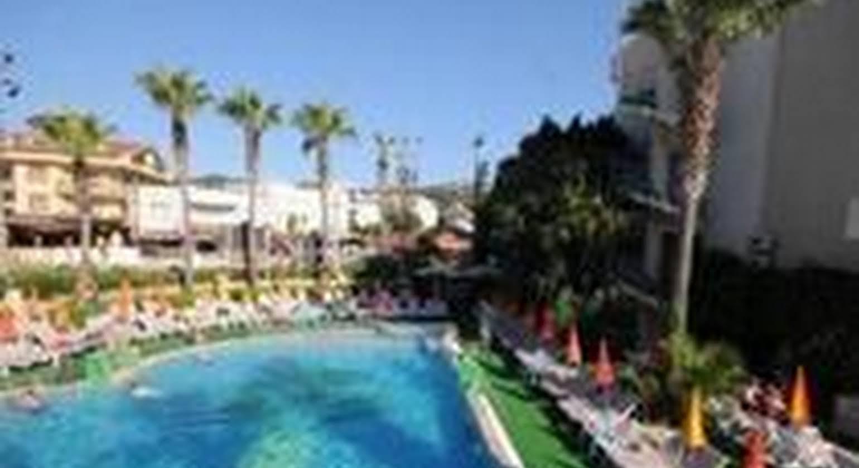 Club Atrium & Hotel