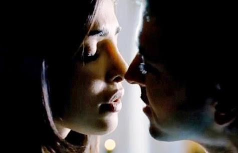 Priyanka Chopra & Hrithik Roshan Kiss in Krissh 3