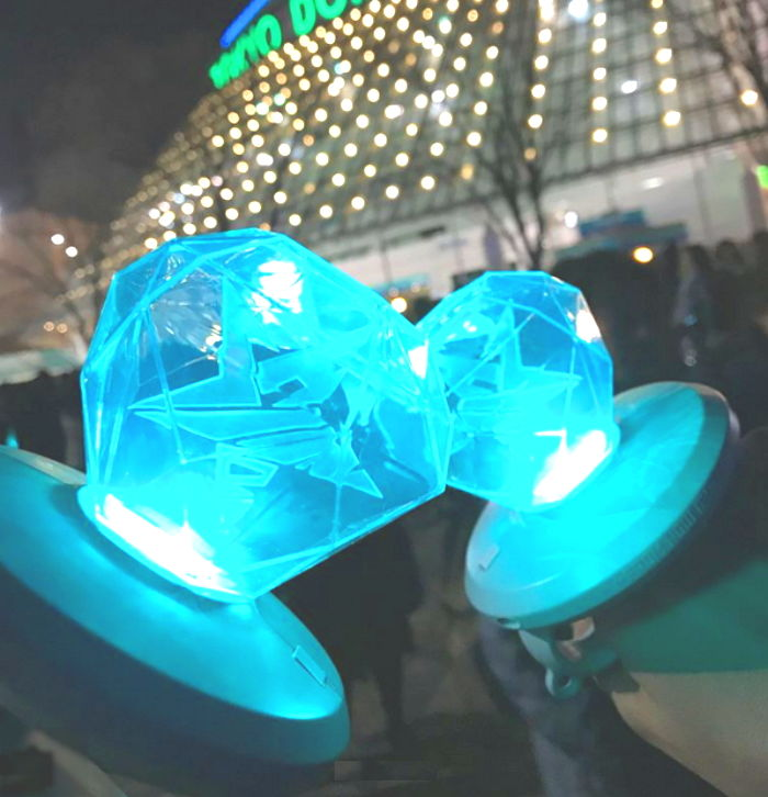 Shinee S New Official Lightsticks Are Blowing Up In Japan