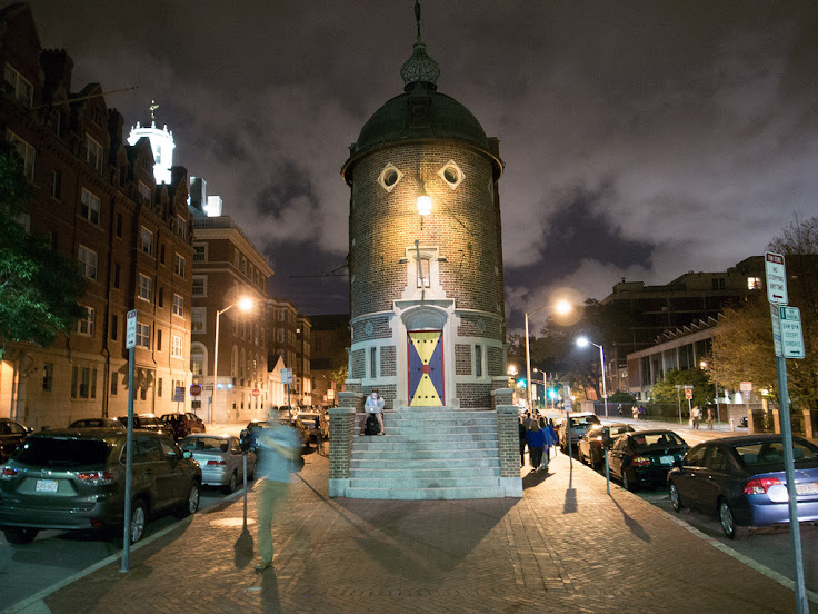 The Harvard Lampoon at night. Photo: jblandino.