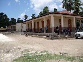 Photo: Le bâtiment pré-existant datant de 1901 sera réstauré pour accueillir les fonctions administratives