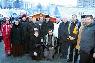 Photo: Учасники спільної молитви перед наметом-каплицею