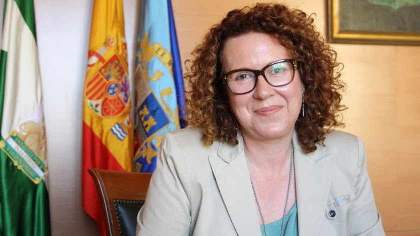 La alcaldesa, María López.