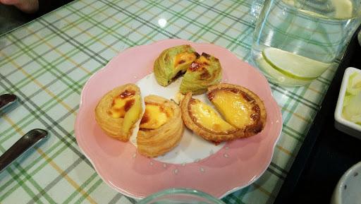 蛋塔現烤好吃,熱熱酥酥低,可是義大利麵不及格,改良太多,一點都不像義大利麵,紅茶也普普通通。