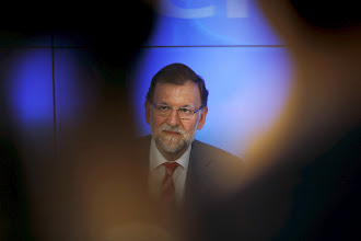 Photo: Spain's Prime Minister Mariano Rajoy reacts at the beginning of a People's Party (PP) executive committee meeting at the party's headquarters in Madrid, Spain, May 25, 2015. Spain's ruling People's Party (PP) took a battering in regional and local elections on Sunday after voters punished Rajoy for four years of severe spending cuts and a string of corruption scandals. REUTERS/Susana Vera