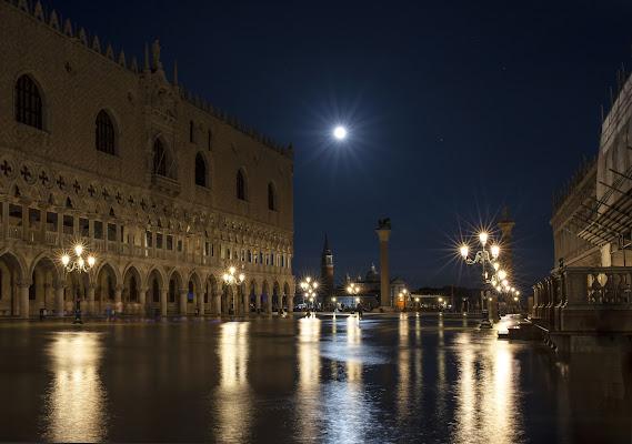 Acqua alta nella notte di PaolaPlinia