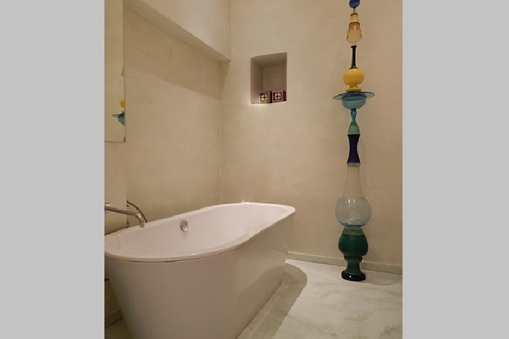 Main bathroom at 4 Bedroom Serviced Apartment, Luxembourg garde