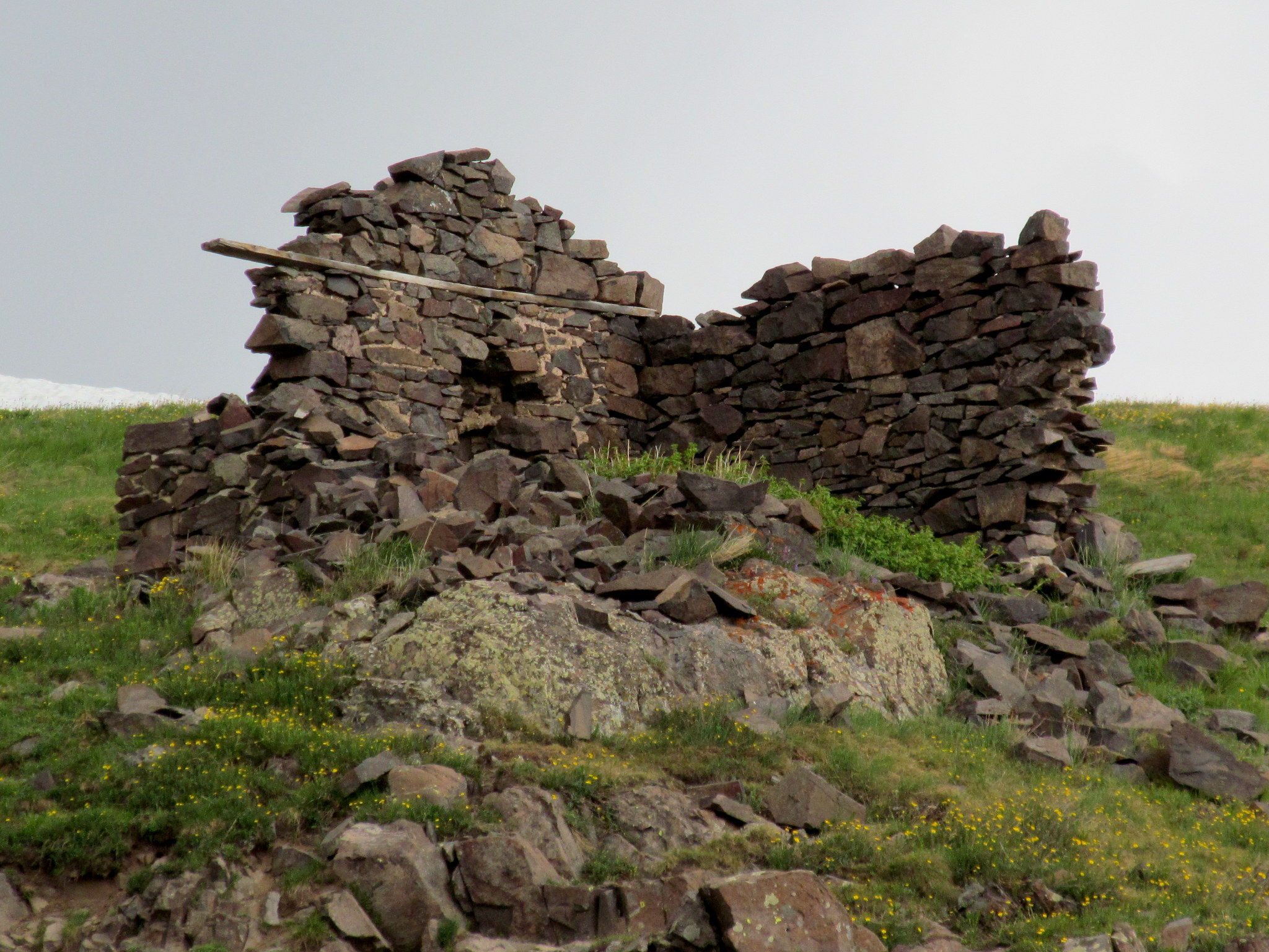 Photo: Ruined stone cabin
