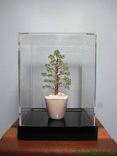 Photo: - Mã 4.A (Thân cao tầng) - 420.000 đ. - Kích thước tham khảo 8 x 4 cm. - Sử dụng hạt pha lê Swarovski Elements. - Cây được đặt trong hộp mica trong.