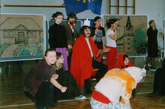 Photo: Świeto Patrona Szkoły, 03.2004 r. żywe obrazy  W.Torba, D.Wilk, D.Piechnik, B.Polak, N.Łącka, M.Frankowska, Jurkiewicz, B.Rams, prof. R.Goliński