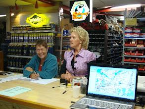 Photo: de inschrijving...helemaal goed voor elkaar...Roos en Gerda!