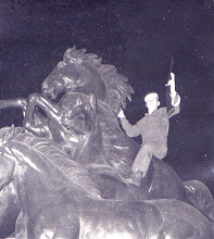 Photo: Ernest Lloyd (Zeke) Hunt with Buccaneer rifle on statues at UT