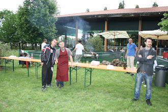 Photo: Preparazione della grigliata- i ragazzi della Bocciofila in azione
