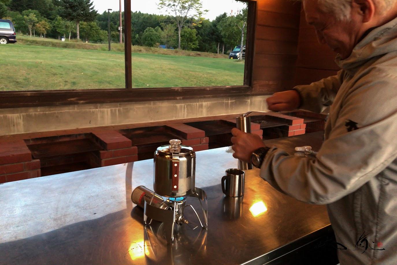 共同炊事場にて淹れるモーニングコーヒー。。。