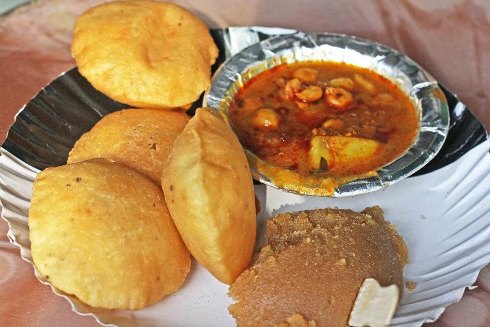 indian-street-food-_Bedmi_Poori__Halwa