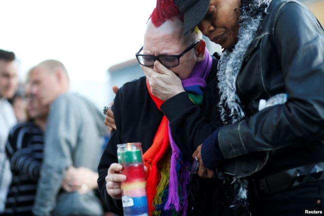 Предыдущим самым крупным по количеству погибших был теракт 13 июня 2016 года в гей-клубе в Орландо. 29-летний житель Флориды Омар Мартин открыл огонь по посетителям: погибли 50 человек, 53 были ранены