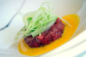 Photo: Tartare di manzo su rosso d'uovo e porro
