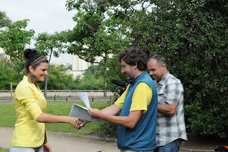 Photo: Je středa ráno 27. června 2012. Nacházíme se pod Eiffelovou věží, kde došlo na zhodnocení školního roku 2011/2012 a předání vysvědčení za tento školní rok. Hezké léto, Katko.