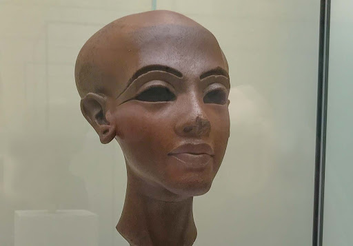 Head-of-a-statue-of-a-princess.jpg - Head of a statue of an ancient Egyptian princess at the Neues Museum in Berlin.