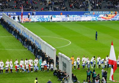 📷 Hertha Berlijn viert val de muur met wel erg opvallend tafereel tijdens opwarming voor doelpuntenfestival tegen Leipzig
