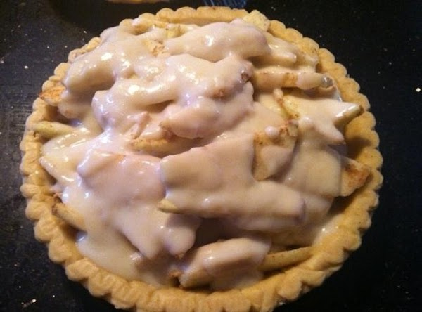 PREHEAT OVEN TO 400 DEGREES. FILL A PIE CRUST WITH APPLES, THEN POUR CREAM...