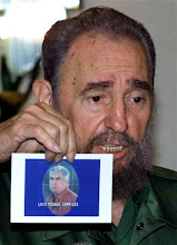 Photo: Cuban President Fidel Castro holds a photo of Cuban exile Luis Posada Carriles during a press conference at the Ibero-American Summit in Panama City in this Nov. 17, 2000 photo. Panama President Mireya Moscoso pardoned four Cubans, including Posada Carriles convicted in a plot to assassinate Cuban leader Fidel Castro  (AP Photo/Jose Goitia)