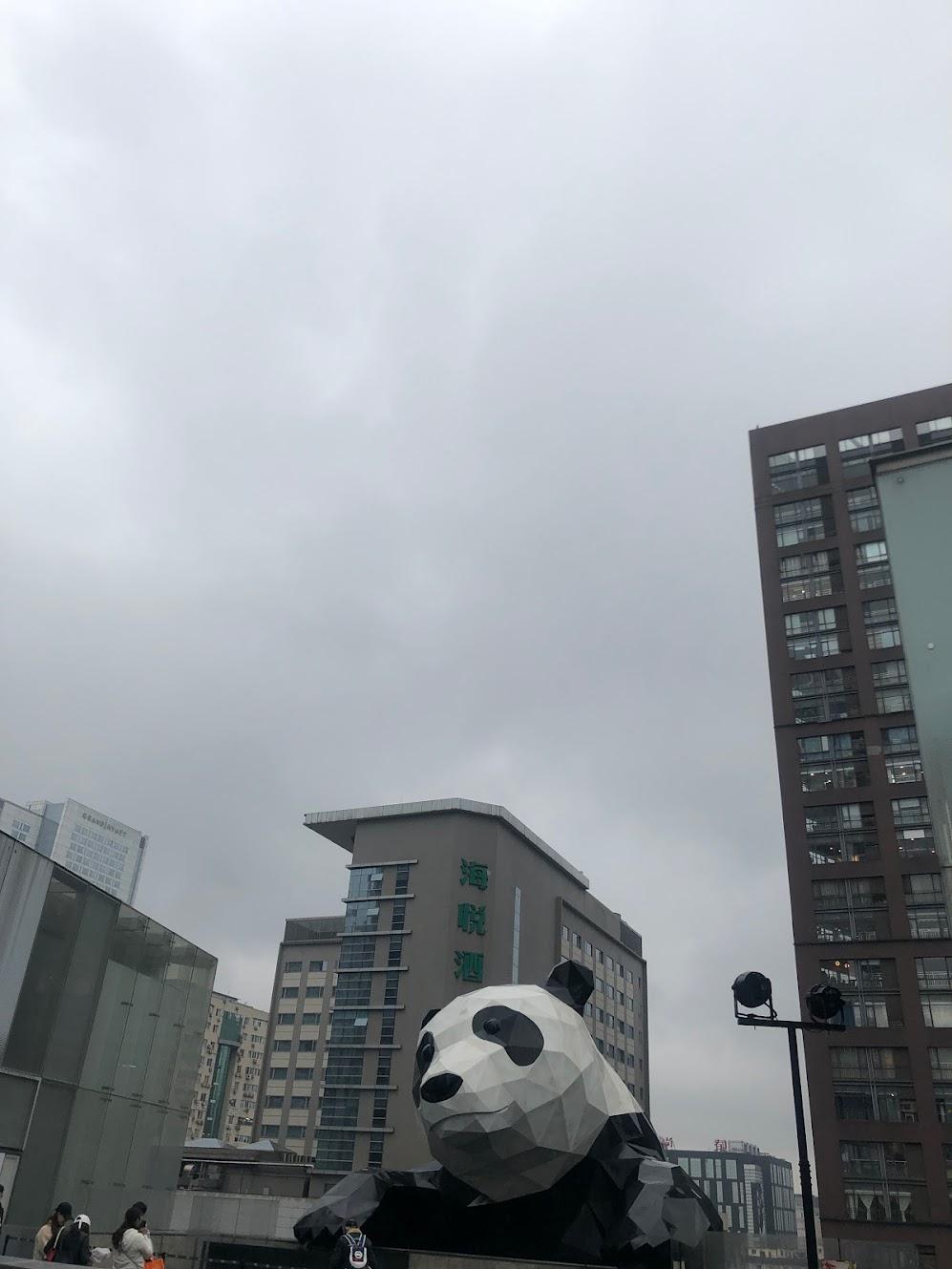 중국 청두의 국제금유센터의 팬더곰