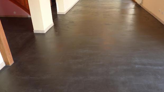 sol-beton-cire-apres-renovation-enduit-revetement-decoratif-les-betons-de-clara-reseau-de-specialistes-dans-le-beton-cire-oise-60-essonne-91-seine-et-marne-77-loiret-45