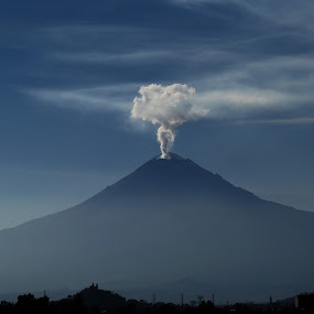 like a bomb by Alfredo Garciaferro Macchia - Landscapes Mountains & Hills ( popocatepetl )
